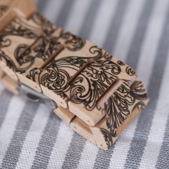 Női fa karóra tetoválás